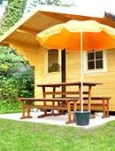 Gartenhaus mit Gartenmoebeln