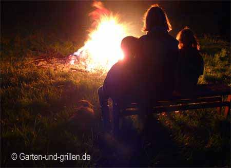 Osterfeuer mit Kindern